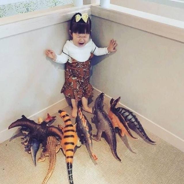 девочка и игрушки