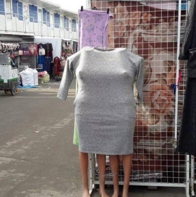 одежда на рынке