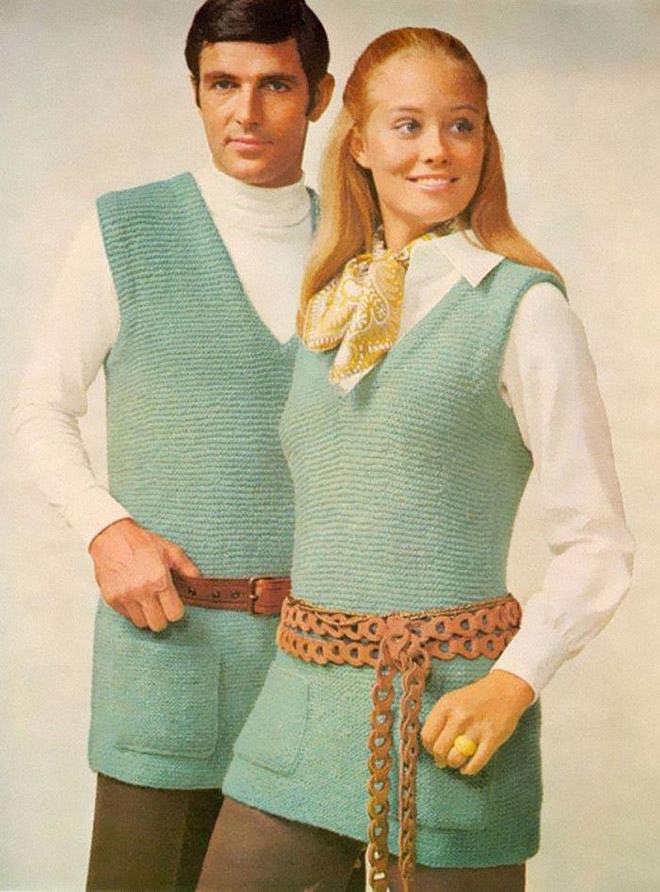 мужчина и женщина в вязаных вещах