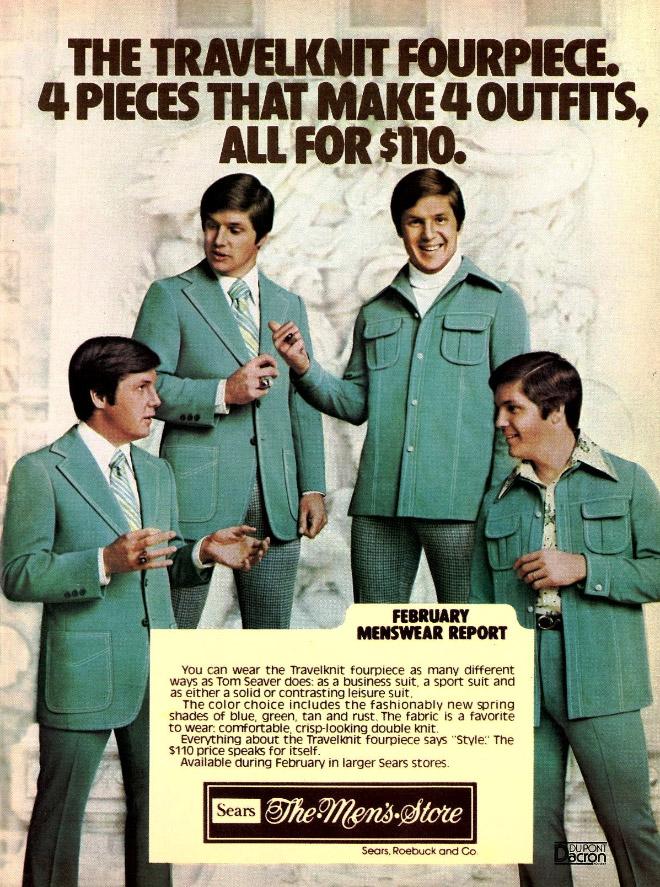 мужчины в одинаковых костюмах