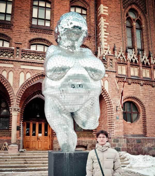 скульптура полной женщины