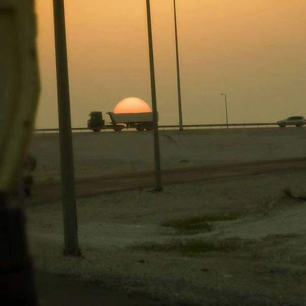 грузовик и солнце