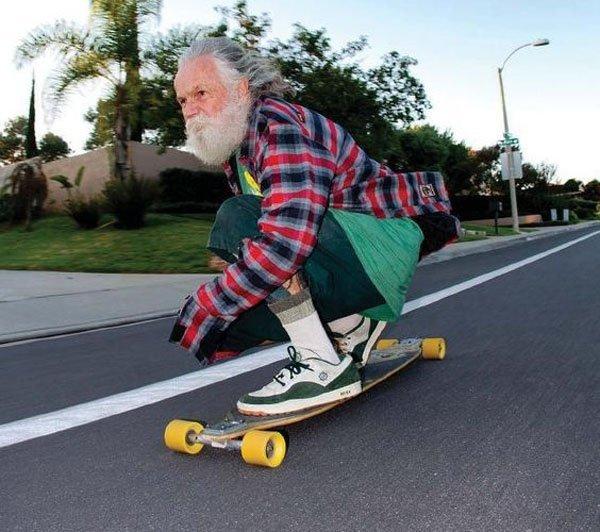 старик на скейтборде