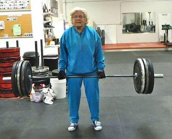 старушка со штангой