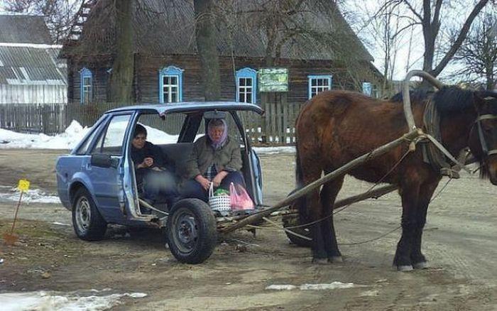 часть машины и конь