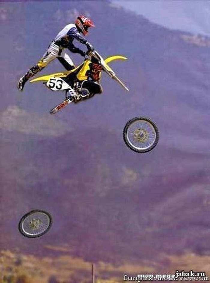 мотоциклист в воздухе