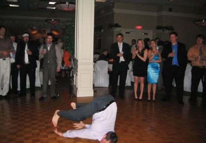 мужчина на танцполе