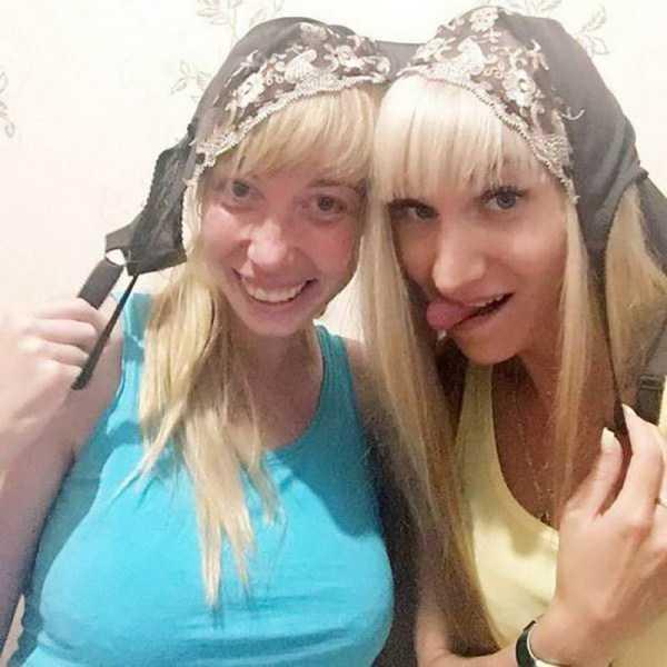блондинки с лифчиком на голове