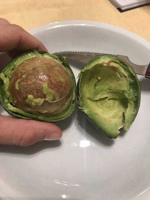 авокадо с большой косточкой