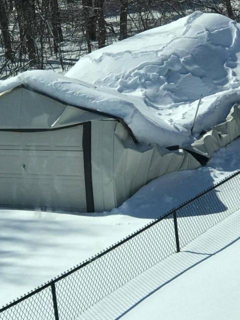гараж провалился под снегом