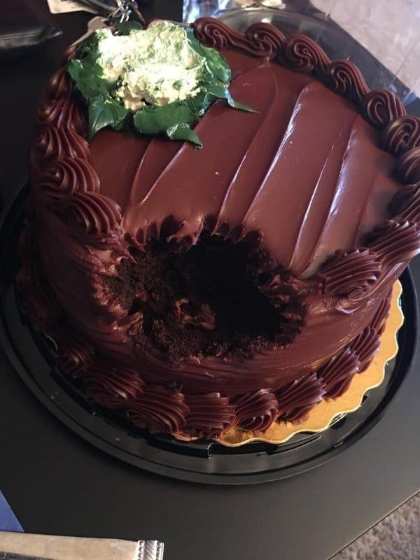 откусанный торт