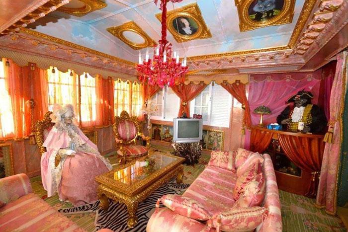 квартира с золотым декором