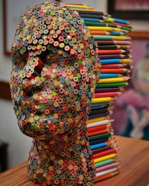 скульптура из карандашей