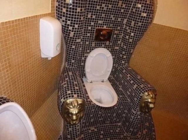 унитаз в троне