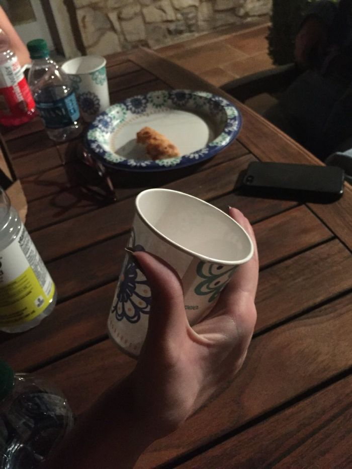стакан в руке