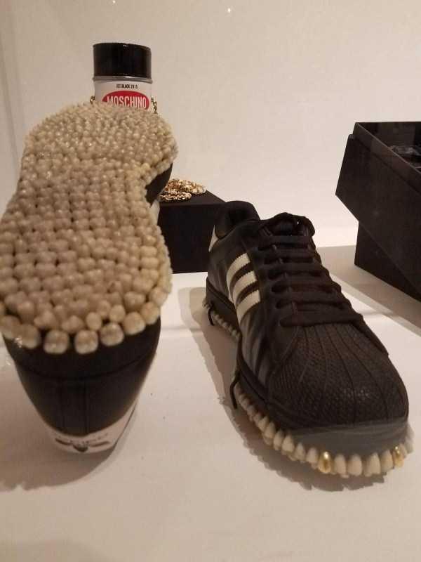 обувь с зубами на подошве
