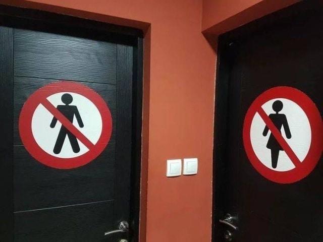 знаки на входе в туалет