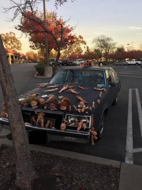 автомобиль и детские куклы