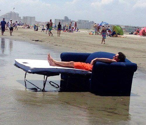 диван на пляже