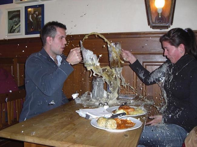 разбить бокал с пивом