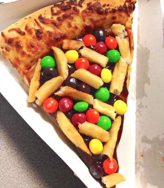 пицца с M&M и шоколадом