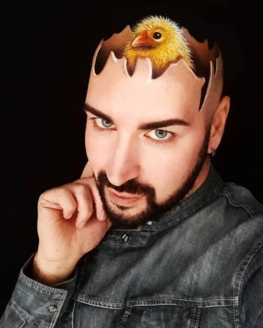 цыпленок на голове