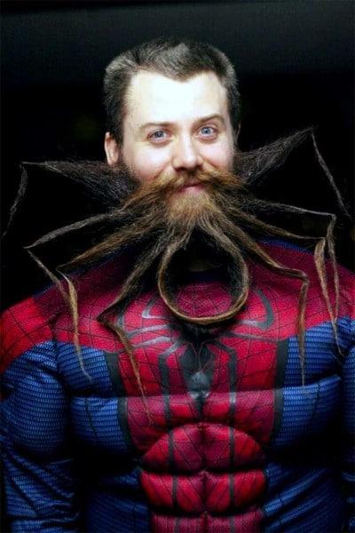 парень со странной бородой