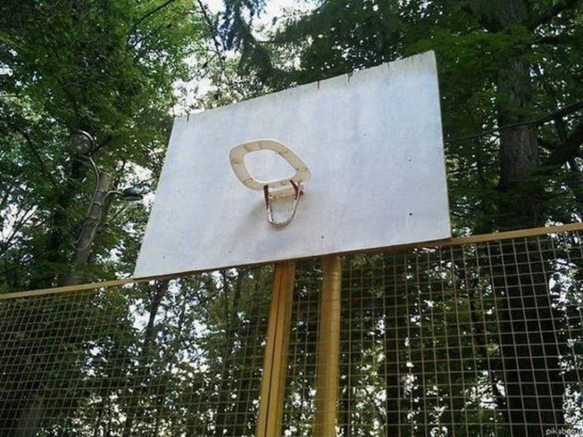 баскетбольное кольцо из стульчака