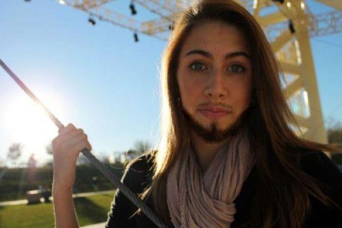 девушка с бородой