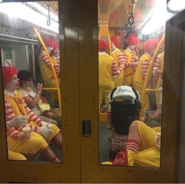 Рональды Макдональды в метро