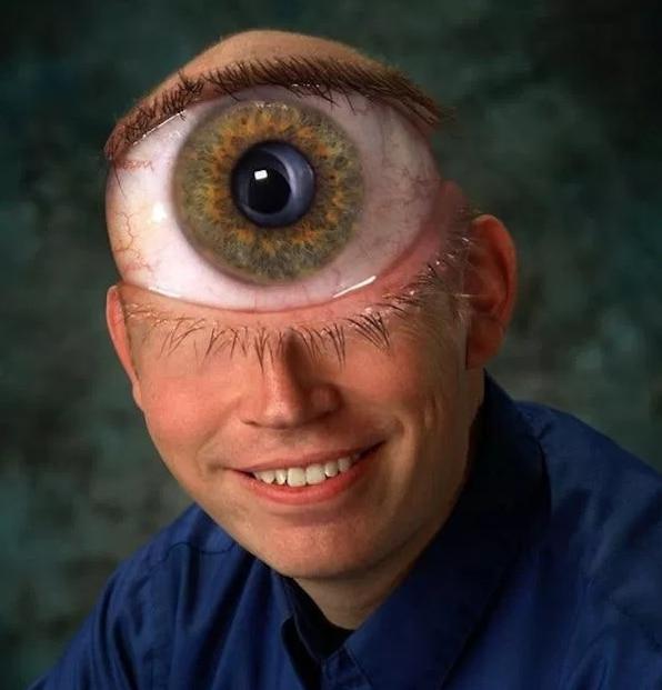 мужчина с большим глазом на лбу