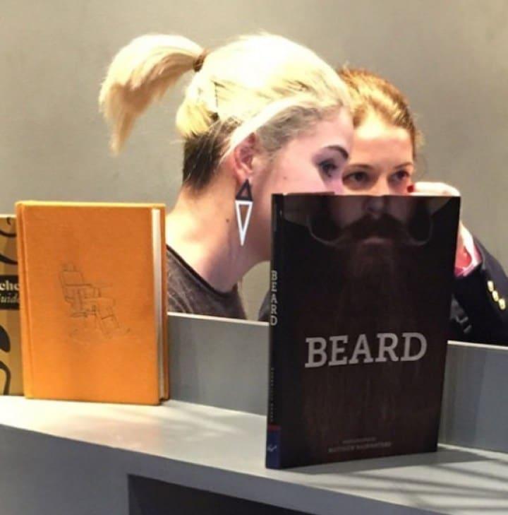 девушкии книги