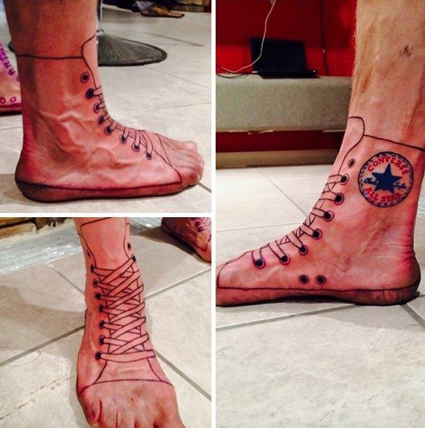 тату ботинка на ноге