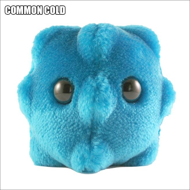 синяя плюшевая игрушка