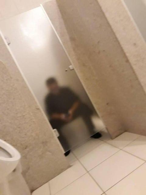 прозрачный туалет