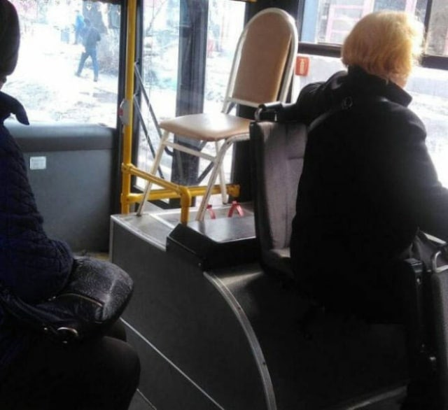 стул в автобусе