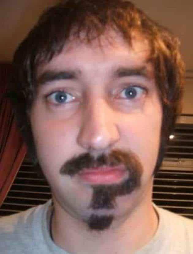 мужчина со смешной бородой