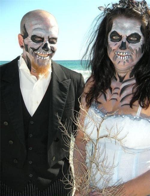 жених и невеста с макияжем на хэллоуин