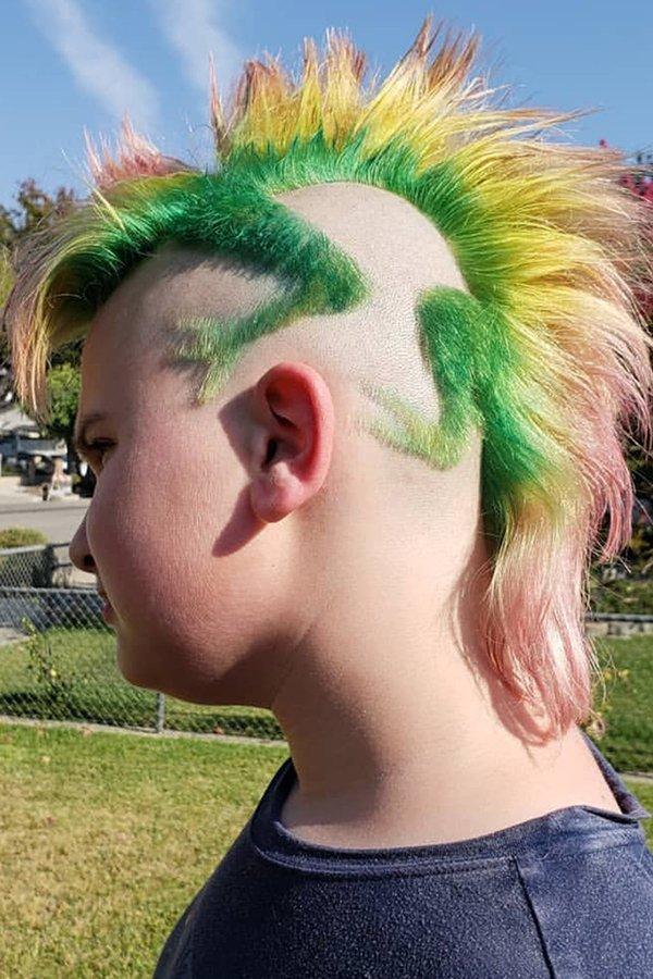 парень с ящерицей из волос