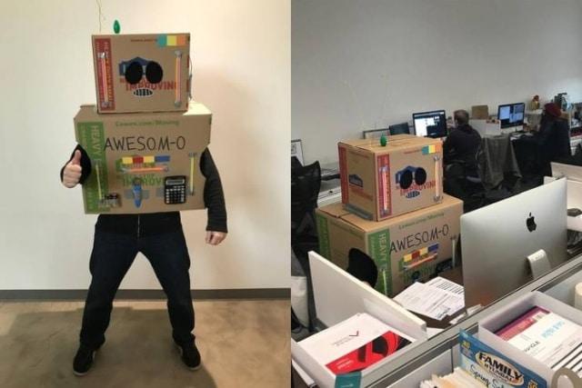 мужчина в костюме из коробок