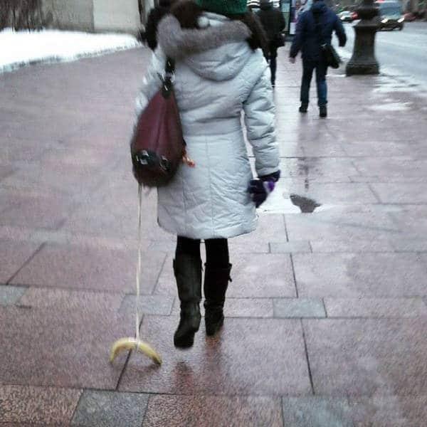 выгуливать банан