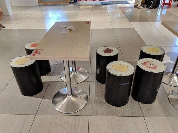стулья в виде суши