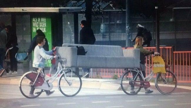 диван и велосипеды