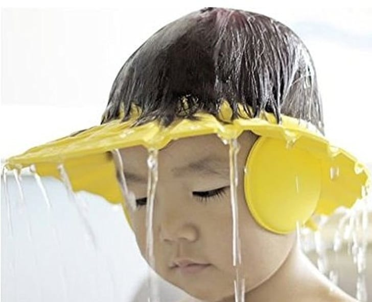 ребенок под душем
