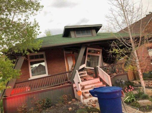 поломанный дом