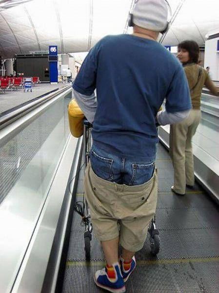 парень в двух парах шорт