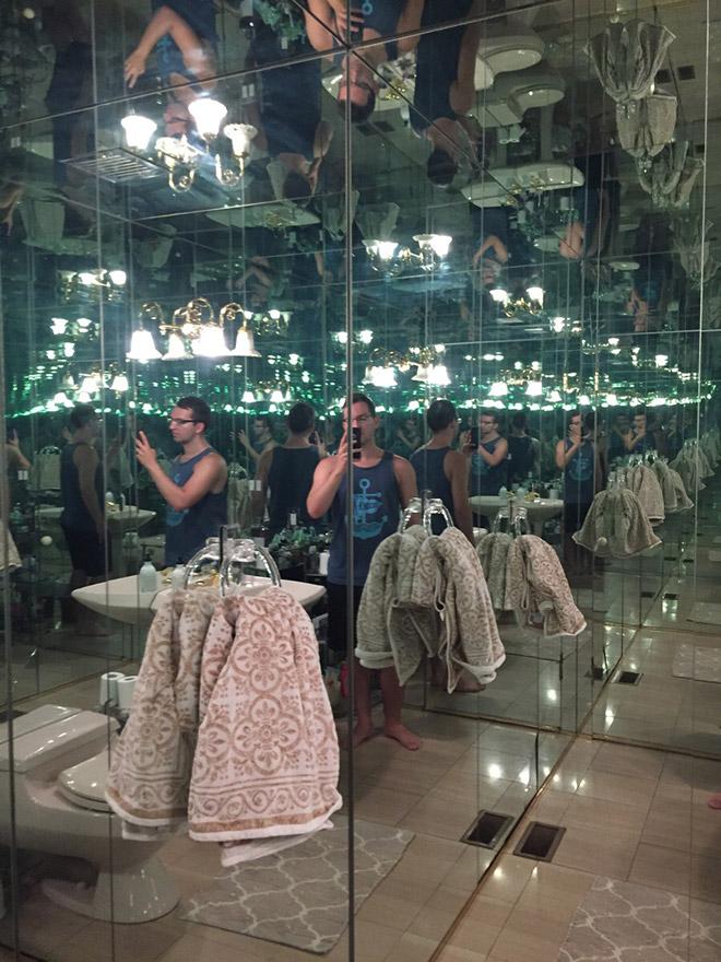 зеркальная ванная