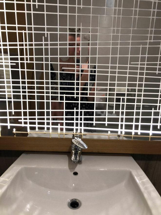 зеркало в клеточку