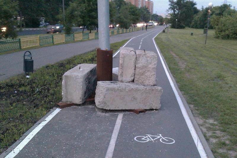 велодорожка и столб