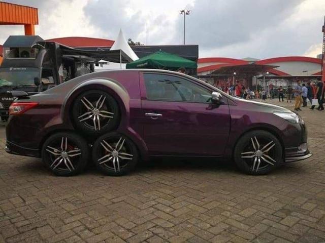 машина с тремя задними колесами